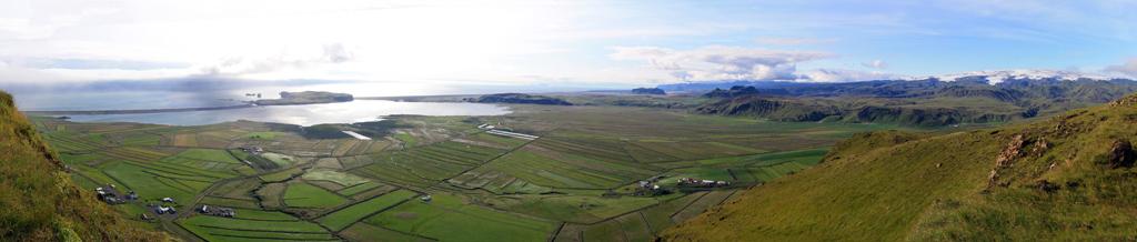 Reynisfjara et Dyrholaey depuis Reynisfall