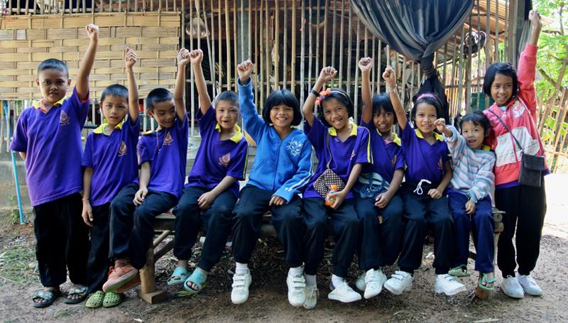 Enfants thaï souriants