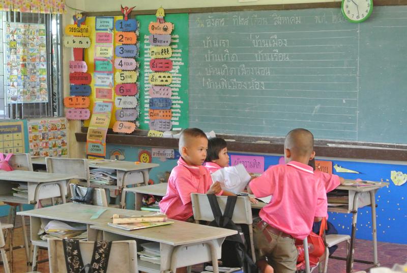 enfants dans une école gouvernementale de Thaïlande