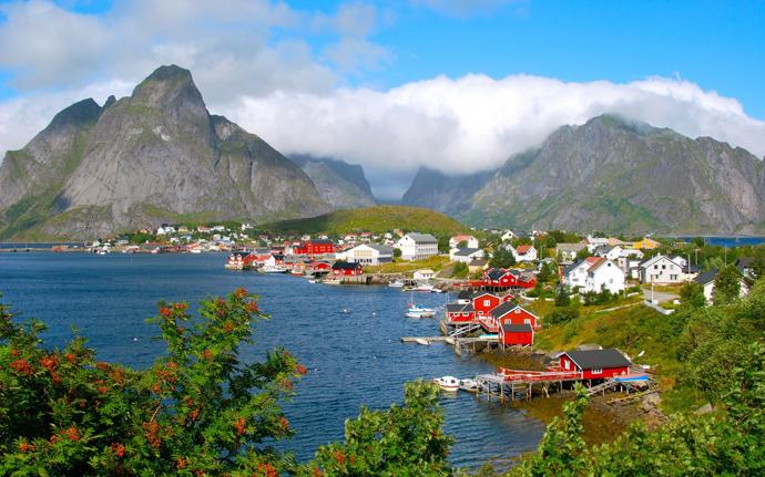 fjord et montagnes en norvège pendant l'automne - blog voyage Trace Ta Route