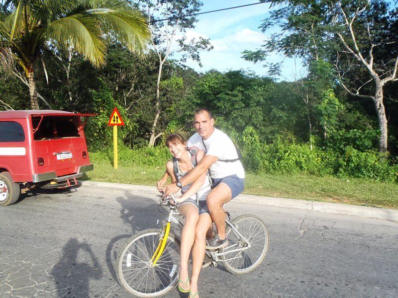 l'art du vélo à la cubaine, cuba pratique blog voyage trace ta route