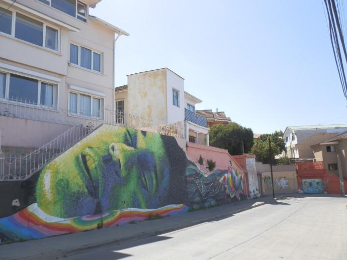 street art valparaiso géant vert blog voyage trace ta route