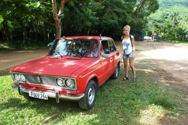 taxi lada pourri mais bien pratique pour partir en excursion hors de Trinidad