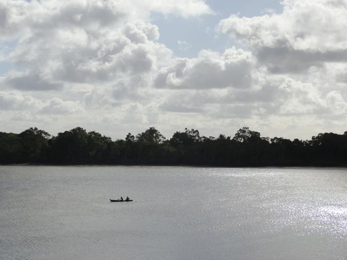 pirogue à soure sur l'île de marajo au brésil - blog voyage trace ta route