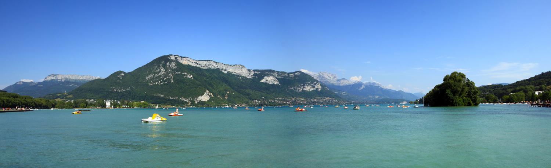Le Lac d'Annecy et ses Montagnes (Parmelan, Mont Veyrier, La Tournette).