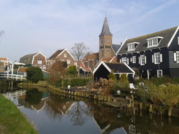 village et eglise de marken