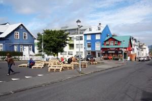 Terrasse de café sur Klapparstigur à Reykjavik, Islande