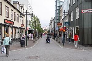 Rue commerçante Austurstaeti à Reykjavik, Islande