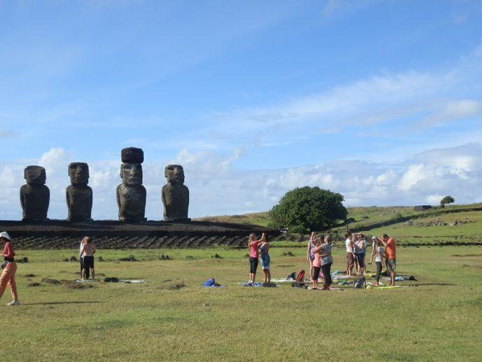 gens bizarres à tongariki île de pâques blog voyage trace ta route