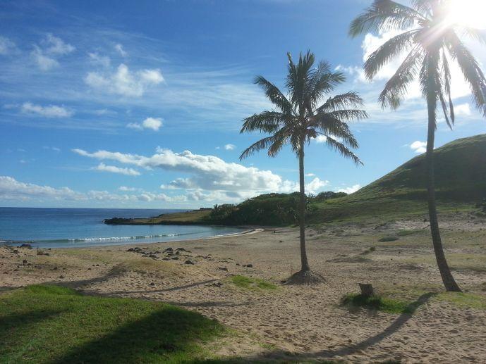 plage anakena île de pâques blog voyage trace ta route