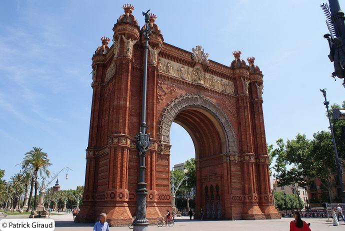 arc de triomphe, séjour d'une semaine à barcelone, blog voyage trace ta route
