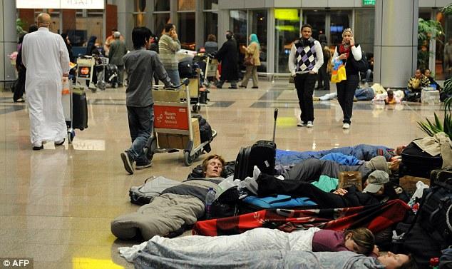 vol retardé, annulé ou surbooké - dormir à l'aéroport - blog voyage trace ta route