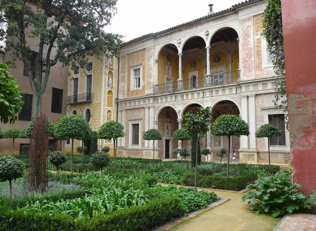 jardins et statue de la casa de pilatos