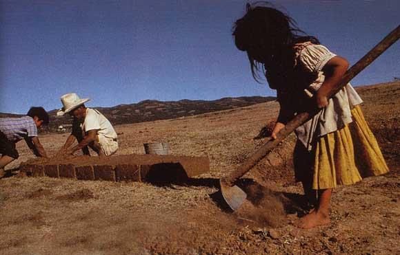 citoyen du monde ? enfant travailleur faisant des briques