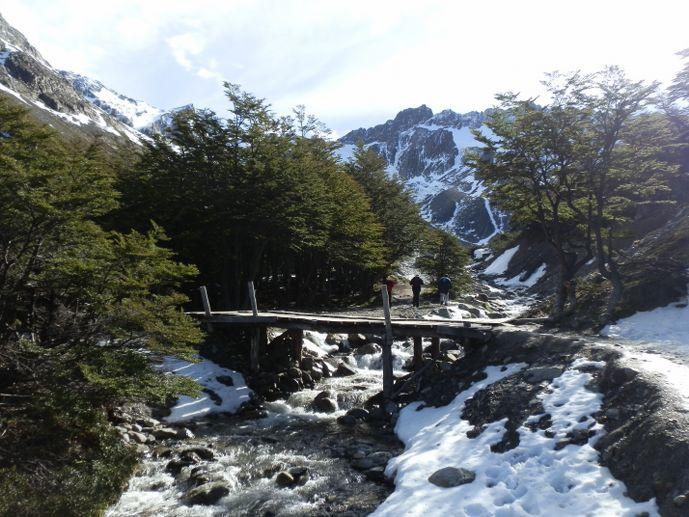 pont en bois vers le glacier martial près d'ushuaïa blog voyage