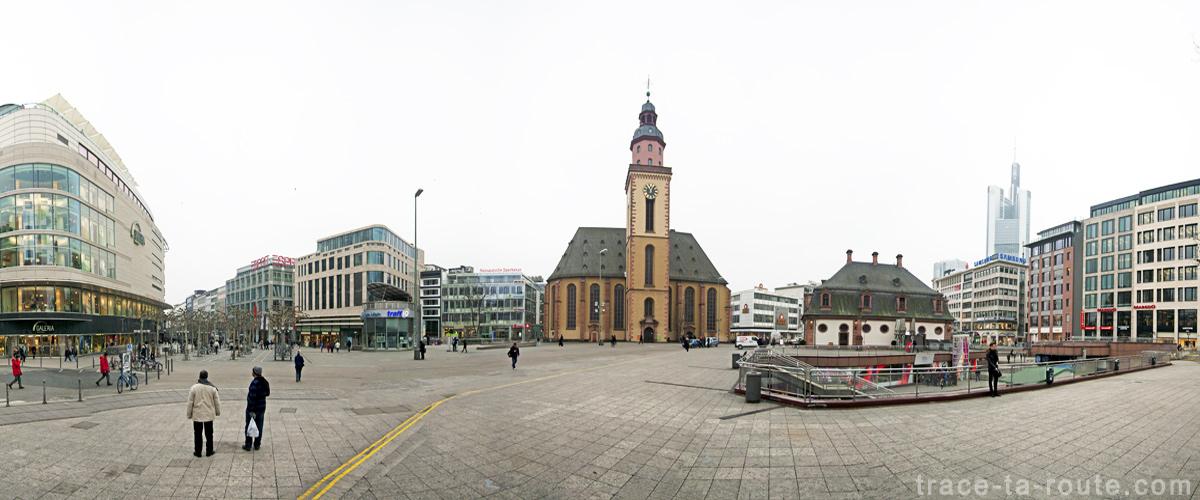 La place Haupwache et l'église Sainte-Catherine à Francfort