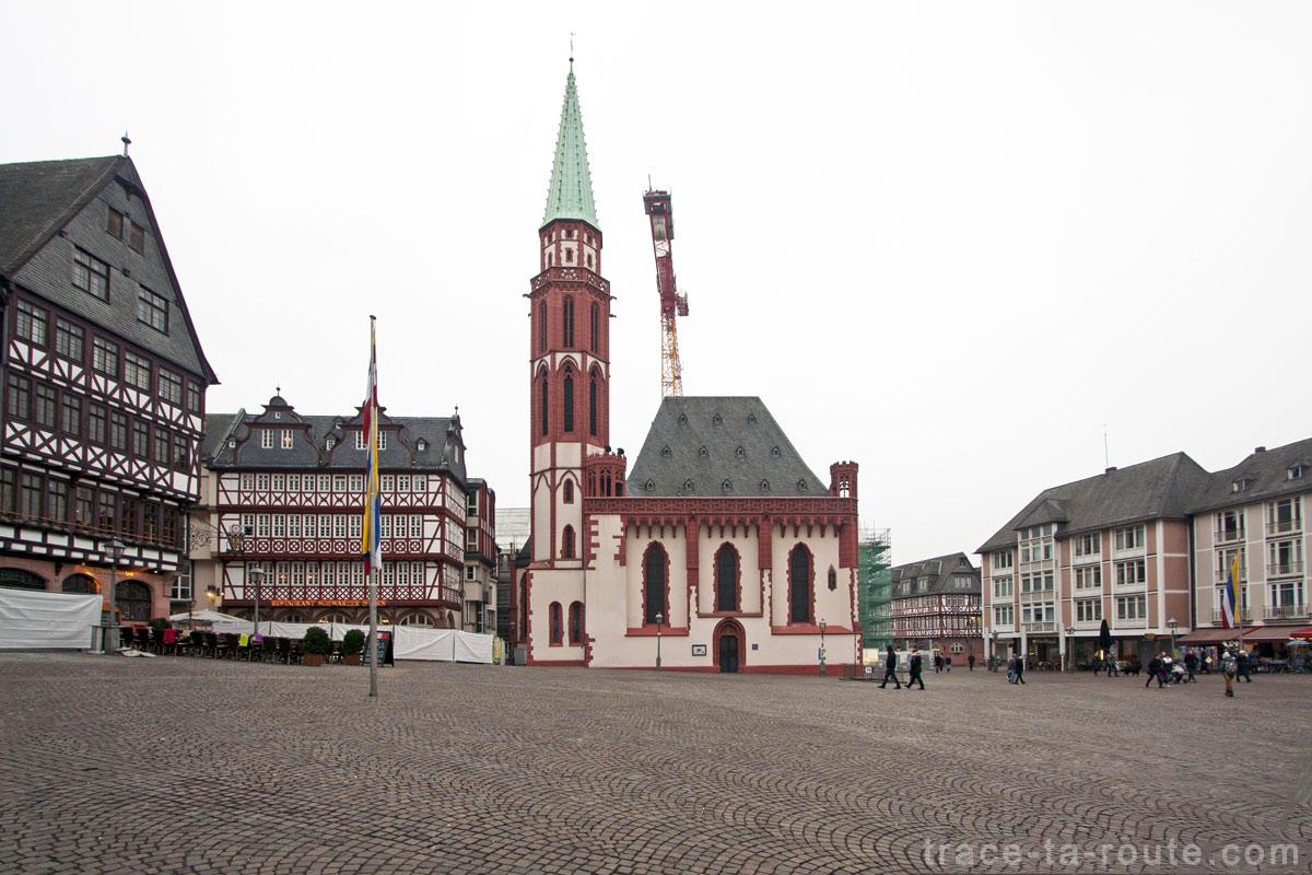 L'Église Saint Nikolai sur la place Römerberg de Francfort