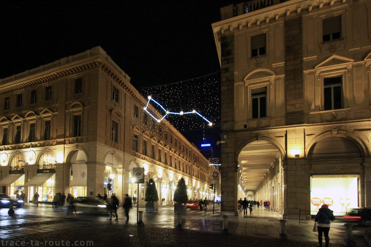 Via Roma depuis la Piazza San Carlo de TURIN - Planetario (1999) Carmelo GIAMMELLO - Luci d'Artista Torino