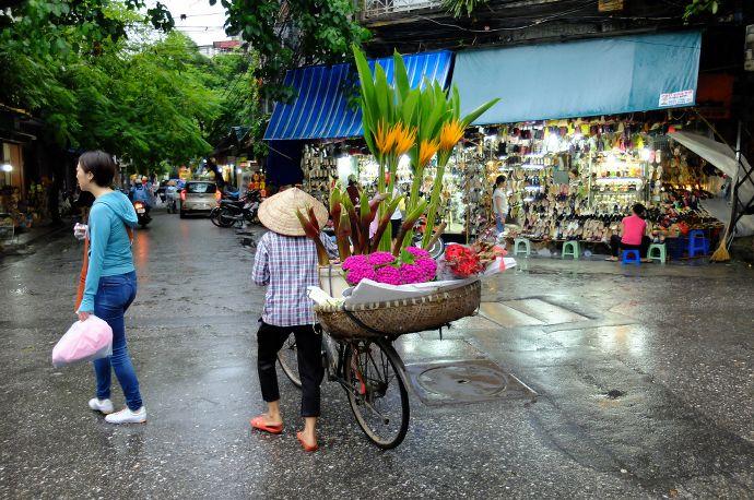 vendeuse de fleurs hanoi blog voyage