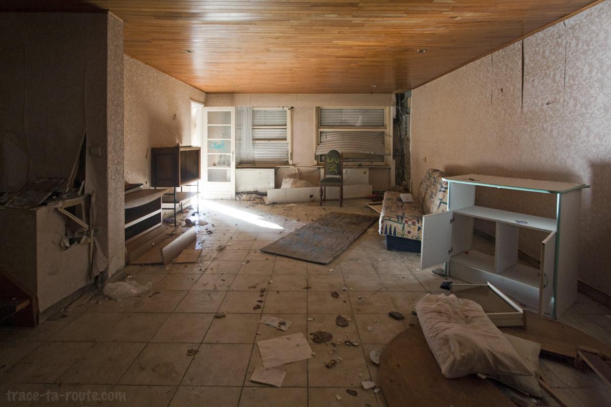 urbex int rieur d 39 une maison abandonn e de doel belgique blog voyage trace ta route. Black Bedroom Furniture Sets. Home Design Ideas