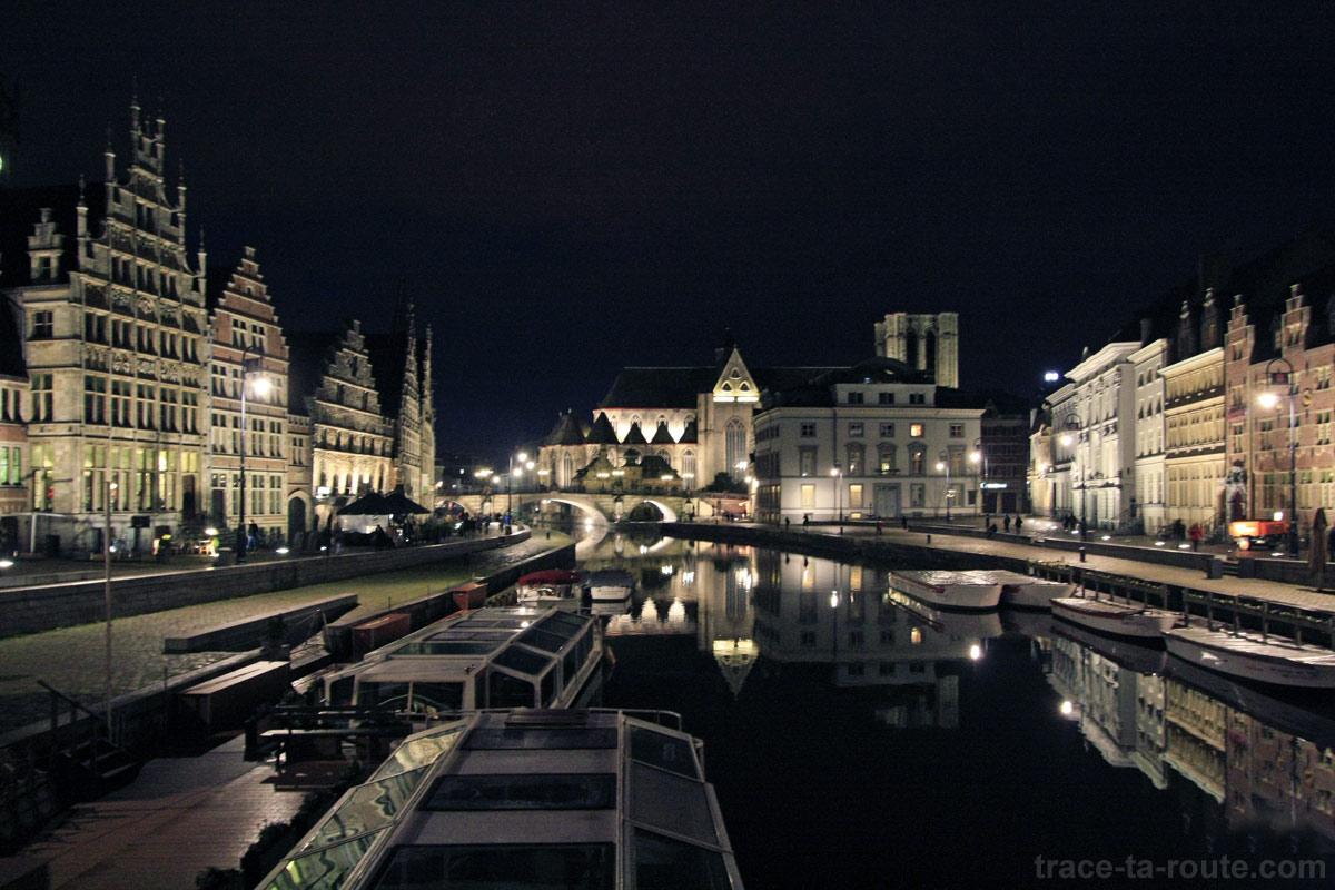 Graslei et Korenlei, les quais de la Lys à Gand, de nuit