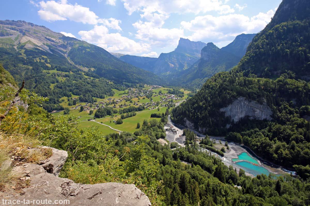 La Pointe de Sales et Sixt-Fer-à-Cheval depuis la vire de l'Ours de la Via ferrata du Mont