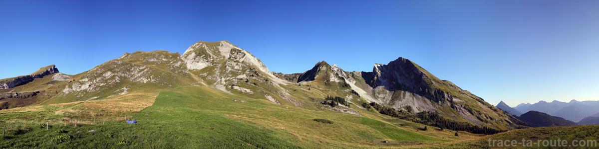 Le Mont Charvin et les Aiguilles du Mont depuis l'Aulp de Marlens