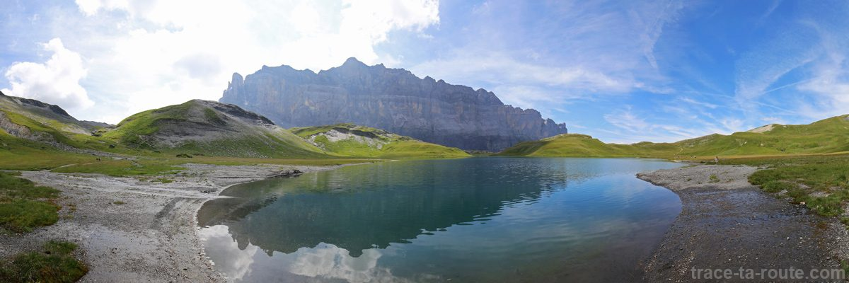 Le Lac d'Anterne et les Rochers des Fiz