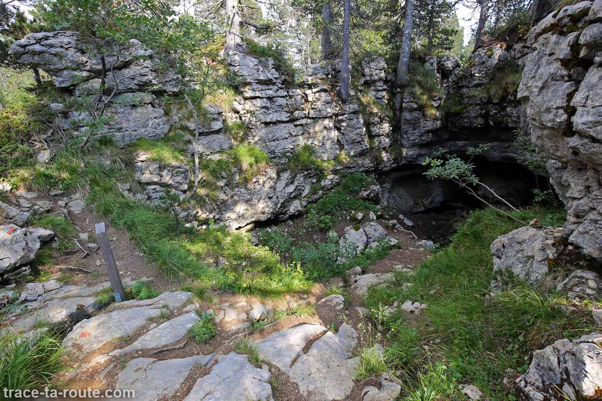 Entrée d'une Grotte au Parmelan
