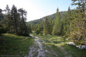 Sentier de randonnée vers la Chalet de l'Anglettaz, près de La Grande Glacière du Parmelan
