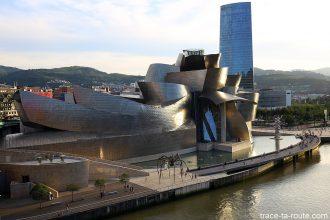 L'architecture du Musée Guggenheim Bilbao et la Tour Iberdrola