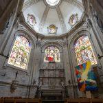 Chapelle et vitraux dans l'Église des Saints-Michel et Gudule de Bruxelles