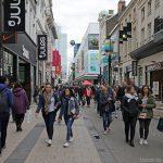 Shopping dans les magasins de la rue neuve à Bruxelles