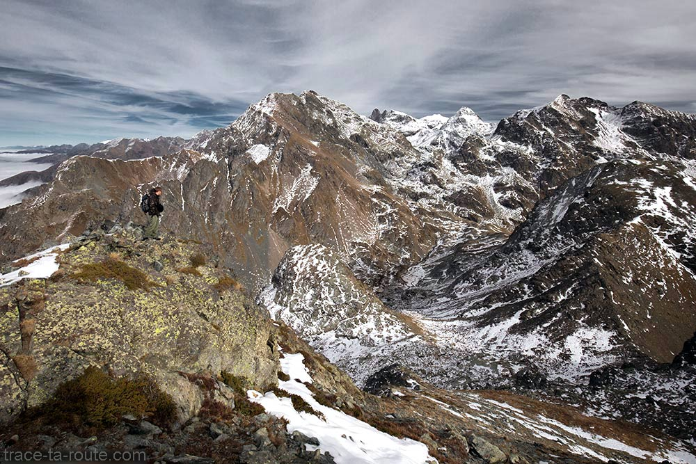 La Grande Lance de Domène, Grand Pic de Belledonne, Pic du Grand Domenon et Grande Lauzière depuis la pointe au sommet du Grand Colon