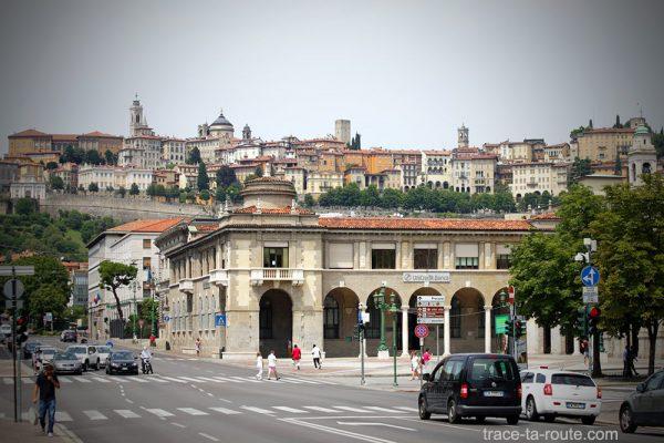 Viale Roma à Bergamo et la Città Alta (Ville Haute de Bergame)