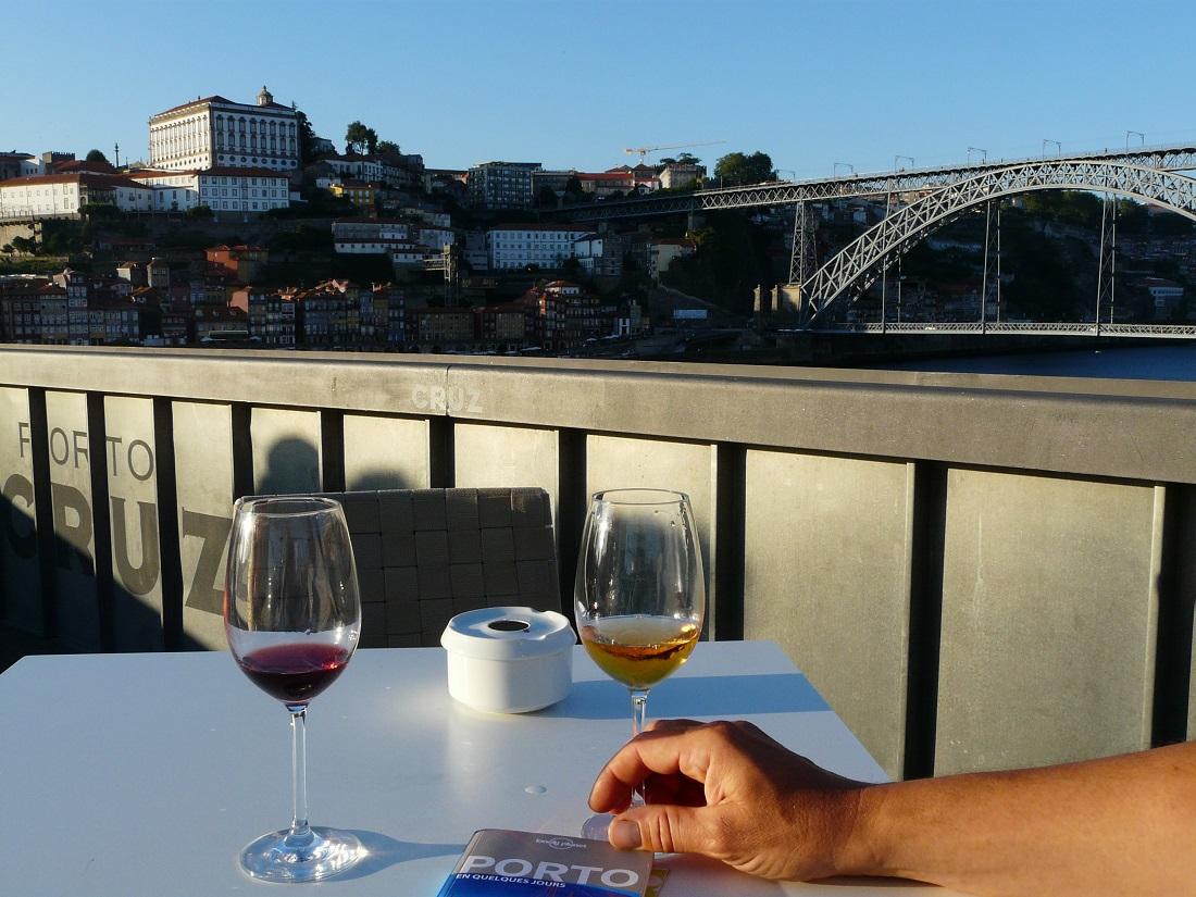 Boire un verre de Porto à Porto