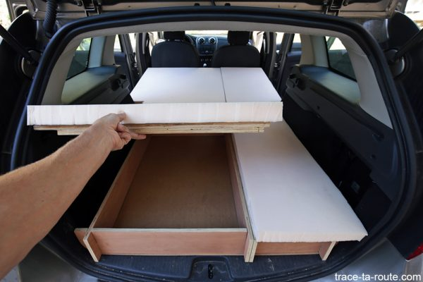 Bricolage : caisson sous le lit matelas mousse bultex aménagement coffre break Dacia Logan MCV pour dormir dedans - Road Trip