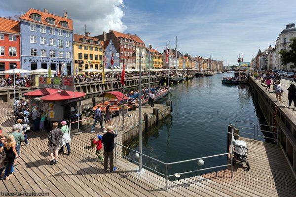 Nyhavn Copenhague Danemark - canal, bateaux et façades colorées