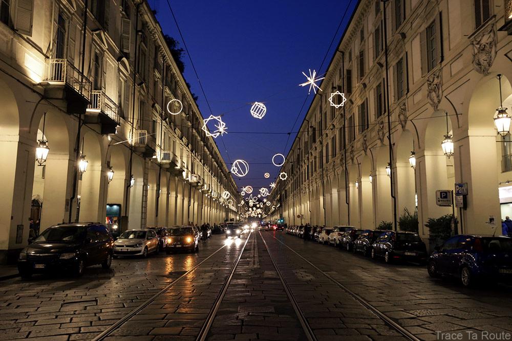 Via Po de Turin avec les Illuminations de Noël en hiver - Giulio PAOLINI - Palomar (1998) Luci d'Artista