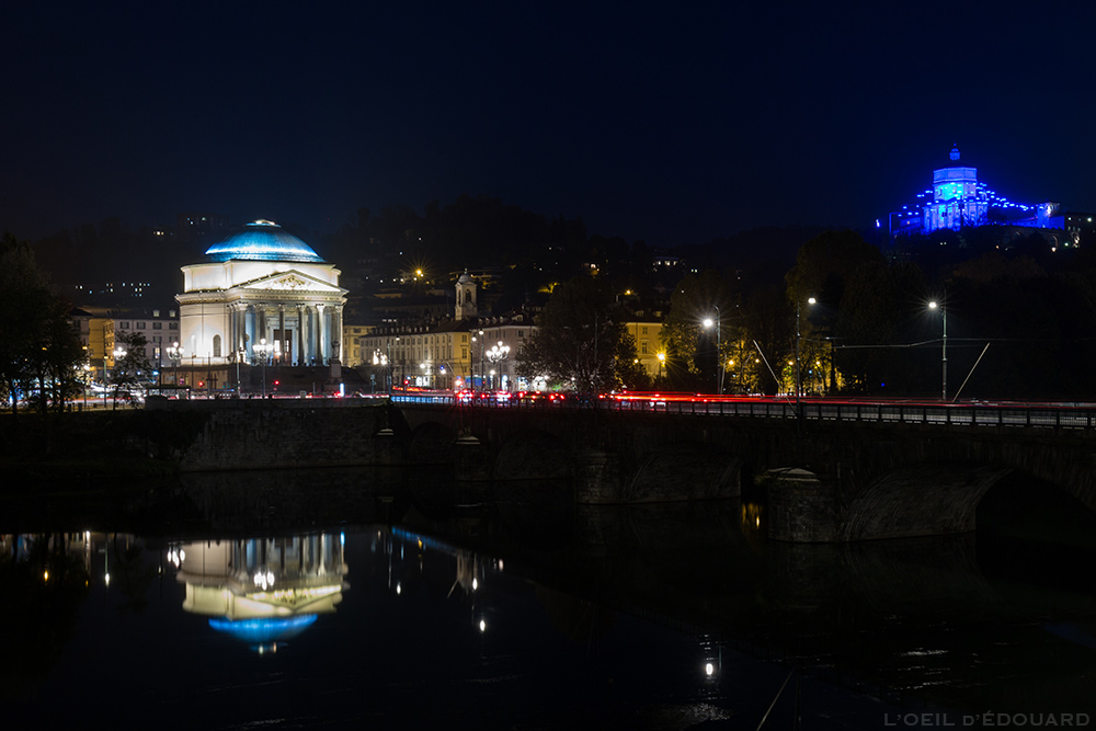 Églises Chiesa della Gran Madre de Dio et Santa Maria del Monte dei Cappuccini - Piccoli spiriti blu (Rebecca Horn) Luci d'artista Torino