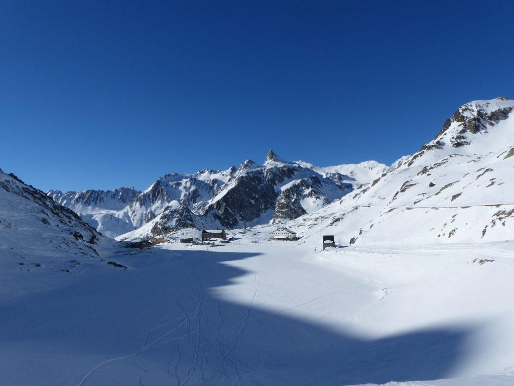 Week-end dans les Alpes suisses : raquettes et ski dans le Valais