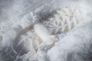 Empreinte semelle chaussure de marche LOWA Ticam II GTX dans la neige