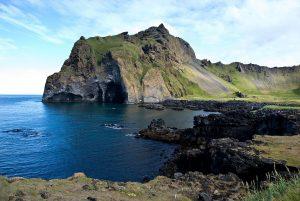 Paysage de Heimaey dans l'archipel des Îles Vestmann (Vestmannaeyjar Suðurland) en Islande © Thomas Quine
