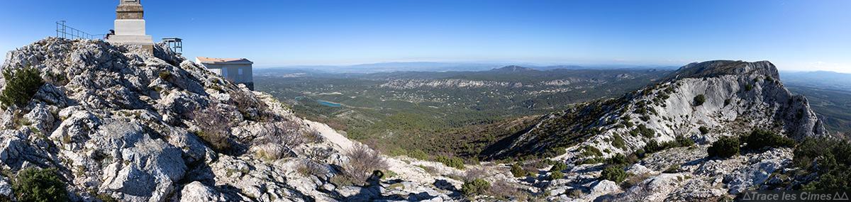 Panorama à la Croix de Provence, sommet de la Montagne Sainte-Victoire