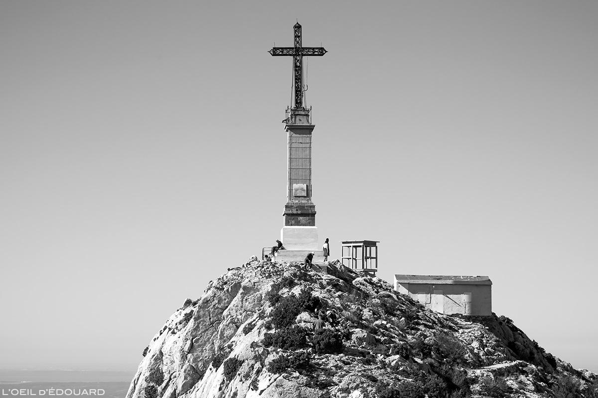 La Croix de Provence au sommet de la Montagne Sainte-Victoire © L'Oeil d'Édouard