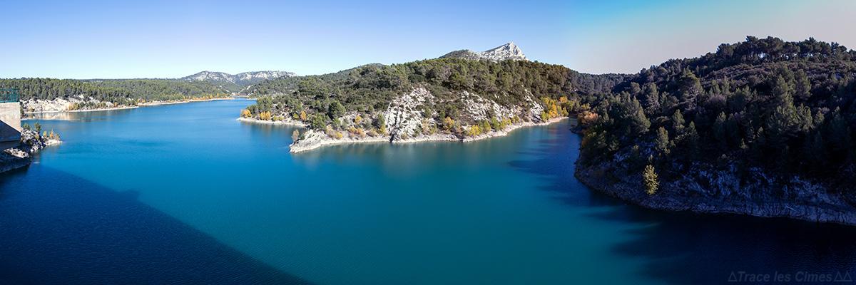 Le Lac de Bimont avec la Montagne Sainte-Victoire en fond - Réserve Naturelle de Sainte-Victoire