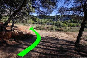 Sentier de randonnée dans le Vallon des Roques Hautes dans la Réserve Naturelle de Sainte-Victoire