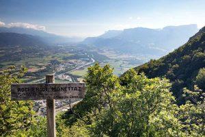 Vue sur la Vallée du Grésivaudan et le Massif de la Chartreuse depuis le Rocher de Manettaz, La Thuile
