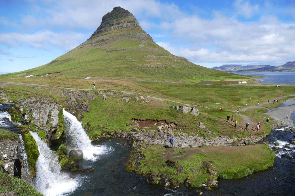 Montagne Kirkjufell sur la péninsule Snæfellsnes en Islande