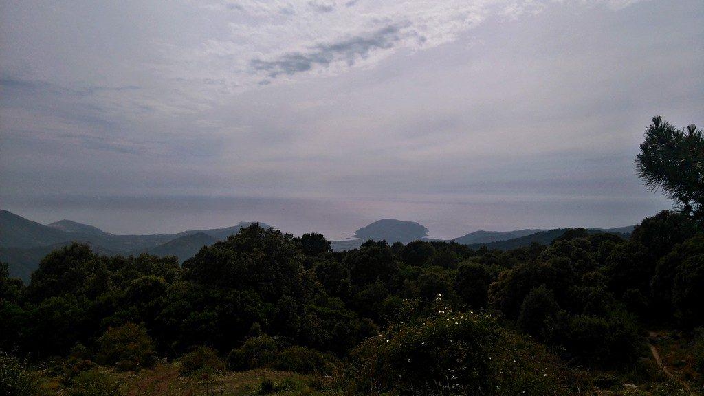 Vue depuis le refuge de E Case, étape de la randonnée du Mare e Monti en Corse